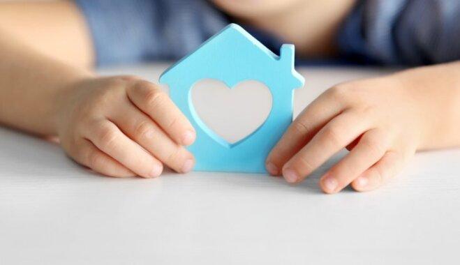 Samazinās uz ārzemēm adoptēto Latvijas bērnu skaits