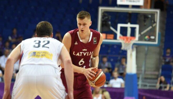 Latvijas basketbolisti nespēj atrast 'ieročus' pret olimpiskajiem vicečempioniem serbiem