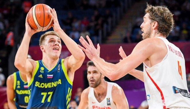 В полуфинале Евробаскета сборная Словении разгромила чемпионов-2015 испанцев