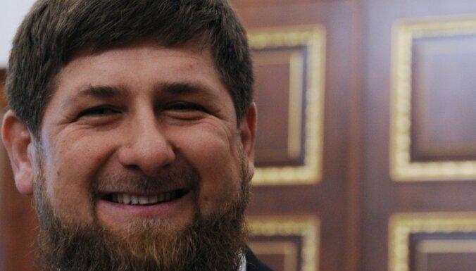 Чеченским олимпийцам подарили джипы Mercedes-Benz