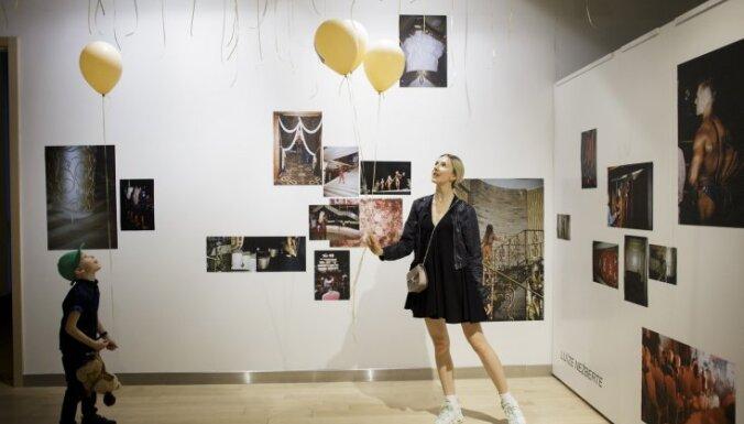 Foto: 'Rīgas Fotomēnesi' ieskandina izstādes 'Kultūrisms' atklāšana