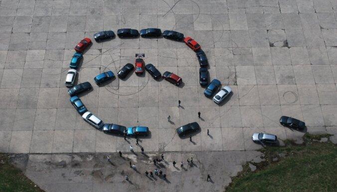 """Фоторепортаж: Как любители Mazda свой логотип """"рисовали"""""""