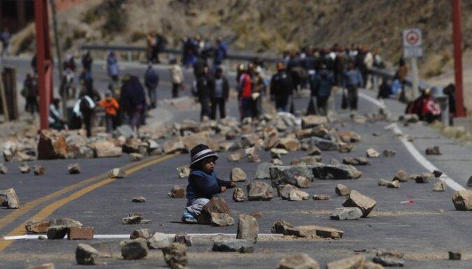 Bolīvijas kalnrači bloķējuši ceļus uz Lapasu