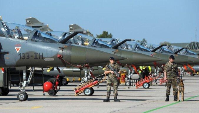 Истребители НАТО перехватили над Латвией самолет