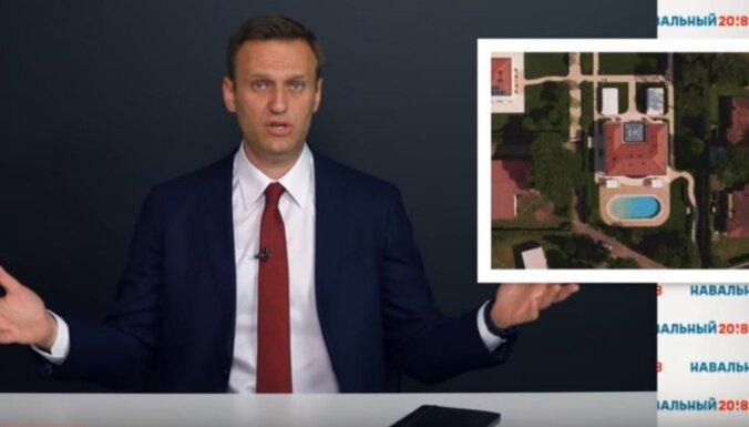 Навальный обвинил вице-премьера Хлопонина в получении взятки от Прохорова