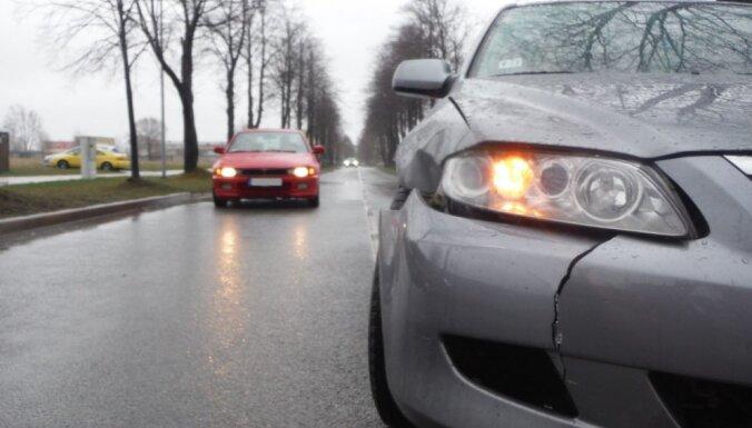 В столкновении двух автомобилей пострадала 28-летняя женщина