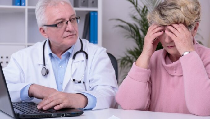 HIV izplatība Latvijā: arvien biežāk inficējas sievietes menopauzes vecumā