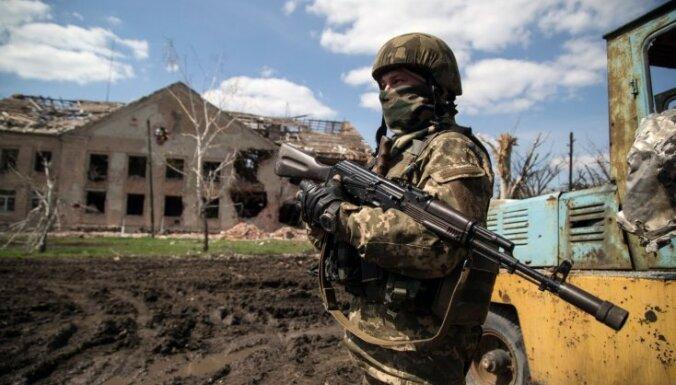 Ukrainas austrumos notikušas pēdējo dienu intensīvākās apšaudes; krituši astoņi karavīri