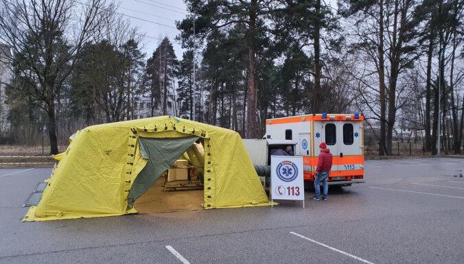 Латвийские медики добровольно выходят из отпусков, чтобы бороться с коронавирусом