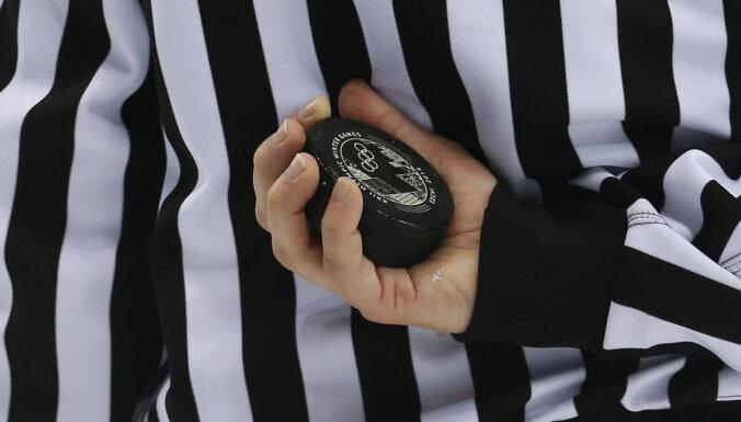 """ВИДЕО: Нокаут в КХЛ. Защитник """"Трактора"""" вырубил соперника одним ударом"""