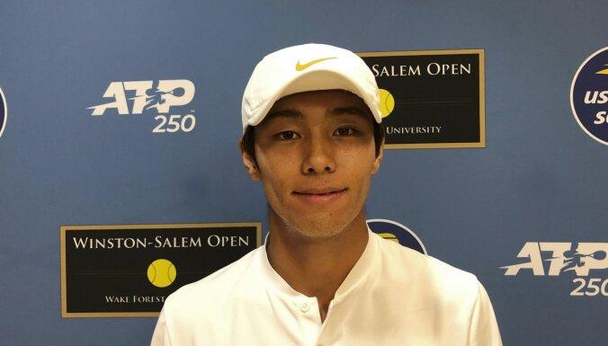 Dienvidkorejietis Lī kļūst par pirmo nedzirdīgo tenisistu, kurš uzvarēja ATP pamatturnīra mačā