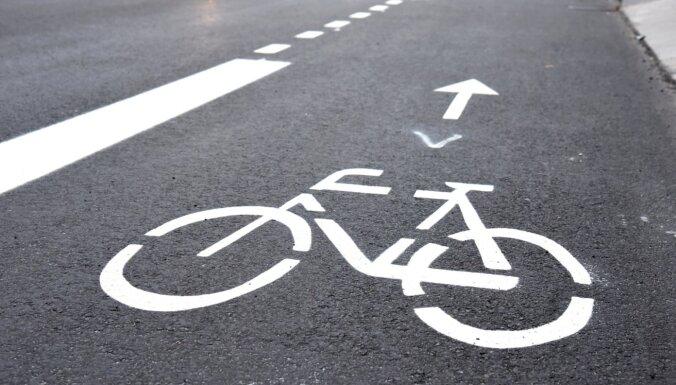 Trešdien avārijās cietuši astoņi cilvēki, no tiem puse – velosipēdisti