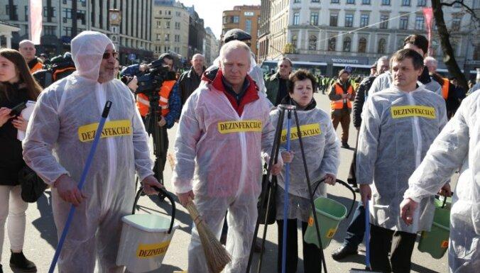 Суд постановил, что 16 марта антинацистов в Риге переместят подальше от памятника Свободы