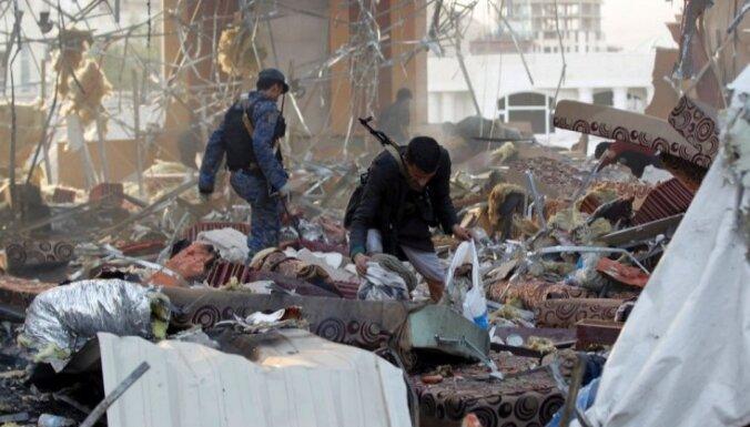 Saūda Arābijas vadītā koalīcija sola izmeklēt asiņainos gaisa triecienus Jemenā