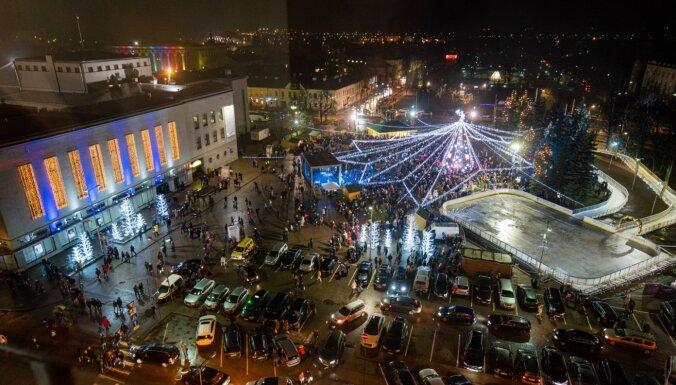Foto: Kā Ziemassvētku gaidās saposusies Daugavpils