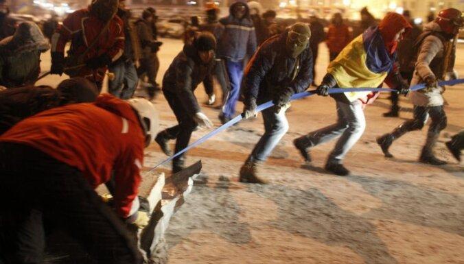 В Киеве радикалы разгромили выставку о последствиях Майдана