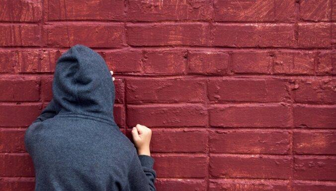 Pusaudžu hormonu vētras: kā tās pārdzīvot vecākiem jeb pozitīvās komunikācijas ceļi