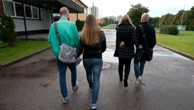 Подростки в Латвии выпивают с 15 лет, любимый алкоголь — пиво