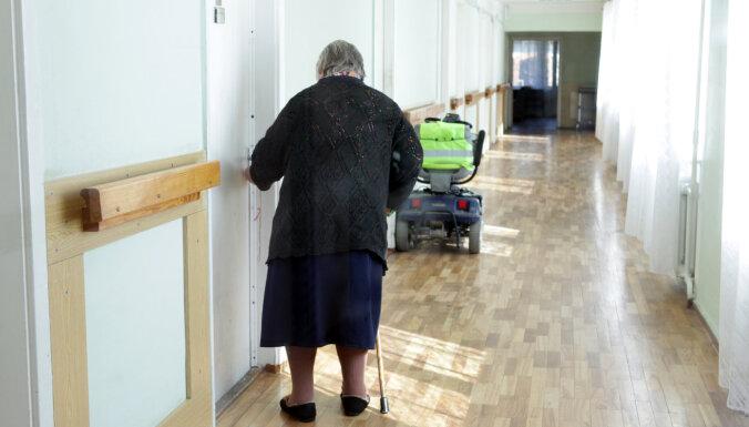 Инспекция: из-за низких зарплат в центрах соцухода работают сотрудники без мотивации и квалификации