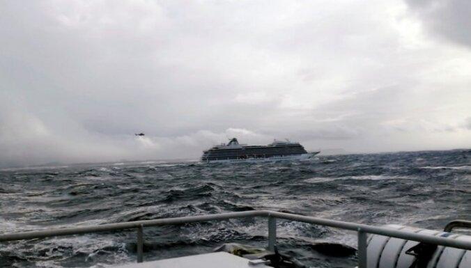 Uz 'Viking Sky' prāmja nav Latvijas valstspiederīgo