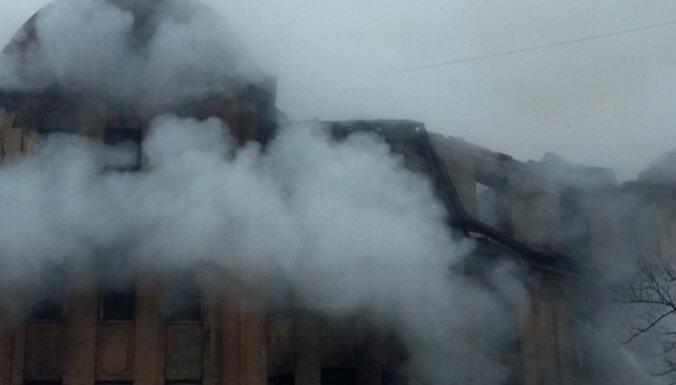 Rīgas domes opozīcija prasa skaidrojumu par Kalnciema ielas ugunsgrēku