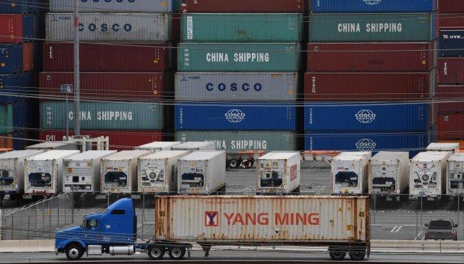 No ASV-Ķīnas tirdzniecības kara cietīs abas puses, atzīst Trampa padomnieks