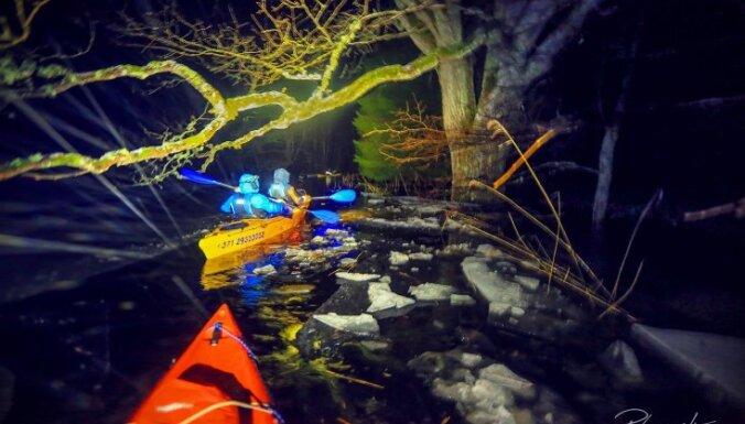 Somā nacionālais parks Igaunijā, kur ar laivu var braukt pa mežu un pagalmiem