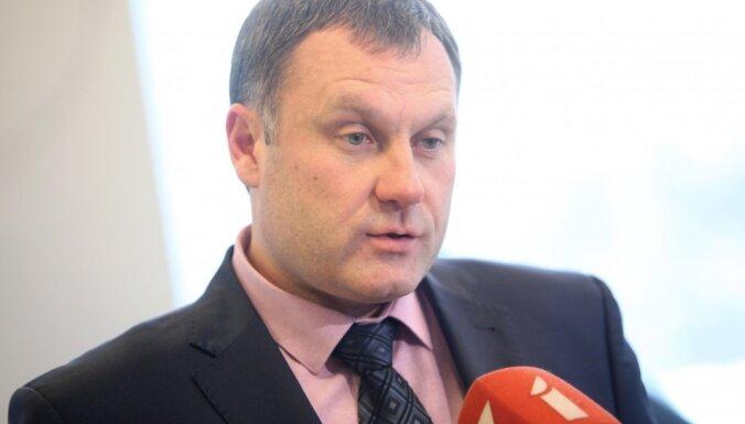 Atbildība par būvnieku karteļa lietas telefonsarunas 'nogulēšanu' jāuzņemas KNAB amatpersonai, pauž Stukāns