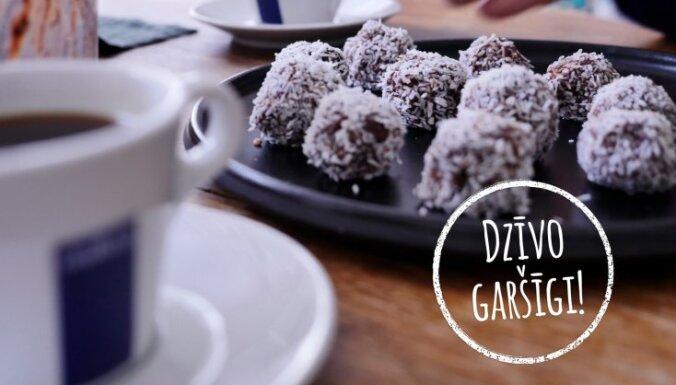 'Dzīvo garšīgi': dateļu trifeles ar kokosriekstu skaidiņām un kafiju