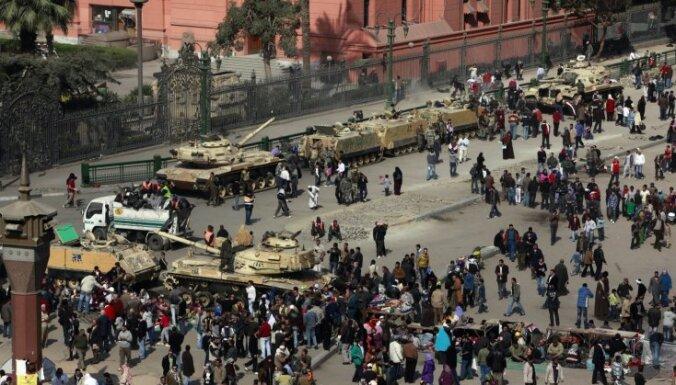 Sadursmēs Kairā nogalināti pieci demonstranti