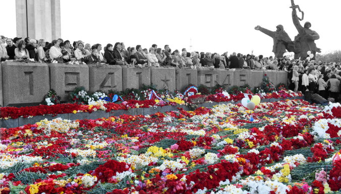 """""""Психологический демонтаж"""": Памятник освободителям Риги сносить не будут, но переименуют и дополнят"""