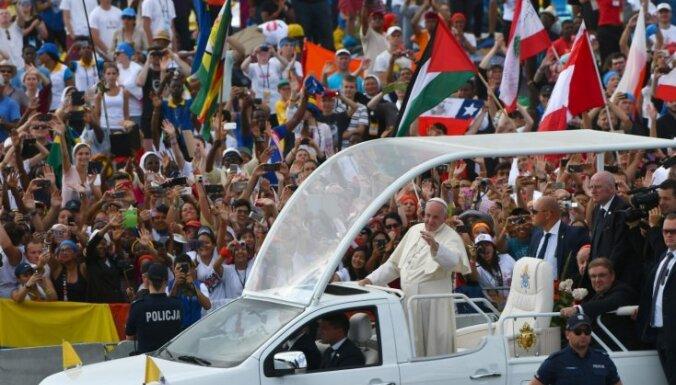 Foto: Pāvesta vadīto dievkalpojumu Polijā apmeklē vairāk nekā 2,5 miljoni cilvēku