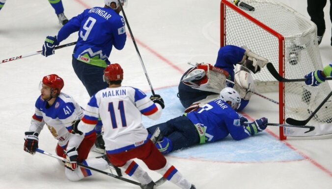 ВИДЕО: Россия одержала вторую победу подряд на ЧМ, у Бирюкова сломана челюсть