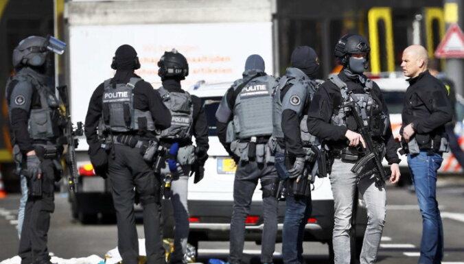 В Утрехте неизвестный открыл стрельбу в трамвае: есть жертвы