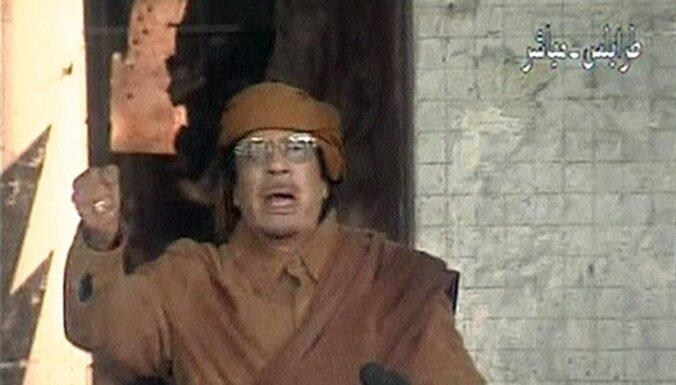 Kadafi nedomā atkāpties un nepametīs Lībiju