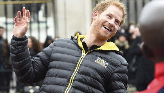 Lielbritānijā students notiesāts par prinča Harija nodēvēšanu par rases nodevēju