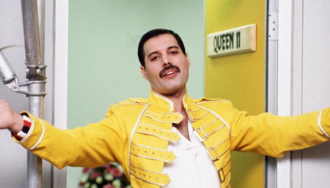 'Baltā apkaklīte' atvaļinājumā. Viestura Buivida 10 Top 10 – 'Queen'