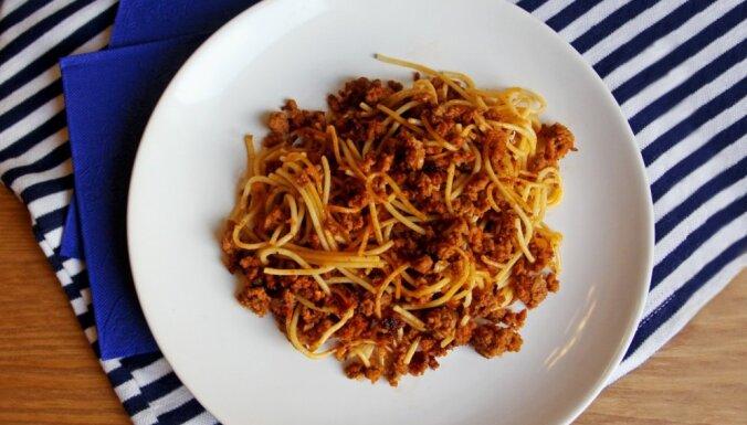 Ātrie 'flotes' makaroni ar malto gaļu