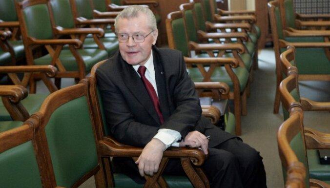 Apsītis ar emocionālu runu Saeimā atvadās no tiesībsarga amata