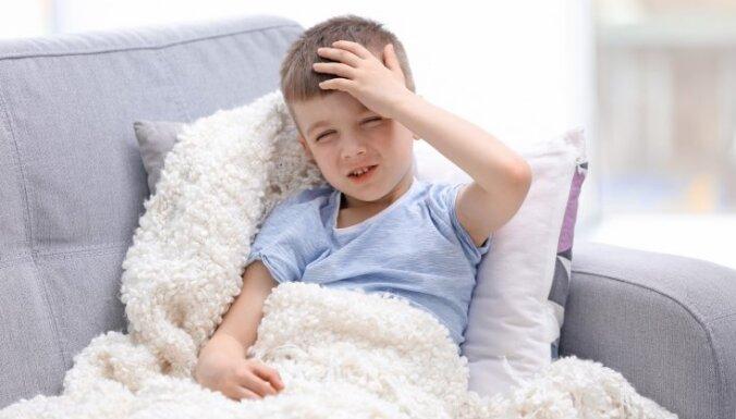 Galvassāpes un nogurums – ar Covid-19 izslimojošo bērnu biežākās post – virāla sindroma pazīmes