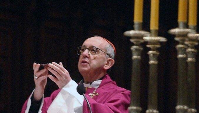 Pāvests Francisks atzinis – 2% priesteru ir pedofili, apgalvo laikraksts