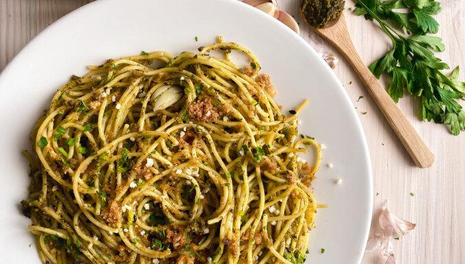 Ķiploku spageti ar rīvmaizi