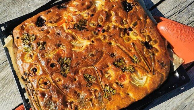 Fokačas māsīca – aromātiskā sēņu, diļļu un olīvu plātsmaize