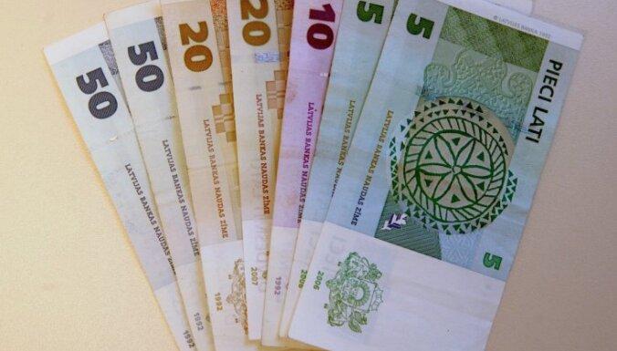 Aptauja: 41% Latvijas iedzīvotāju finansiālas problēmas risina ar aizņēmumu