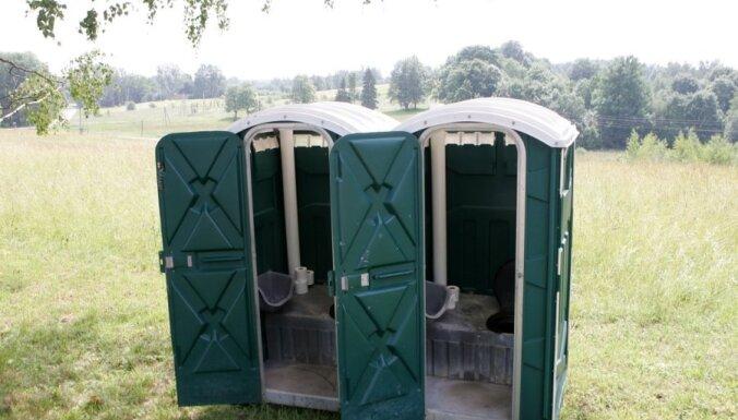 В Литве мужчина утонул в уличном туалете