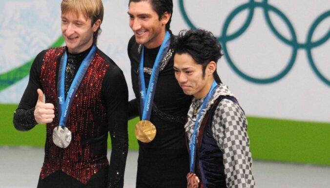 Olimpiskais čempions daiļslidošanā Laisačeks negrasās atgriezties amatieru sportā