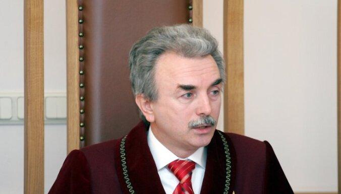 Āboltiņa ST sēdē par tiesnešu algām 'uzteic' Kūtra 'spēju interpretēt'