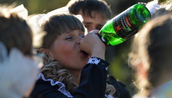 Pazeminot akcīzes nodokli sidram, tiks veicināta alkohola lietošana meiteņu vidū, brīdina analītiķe