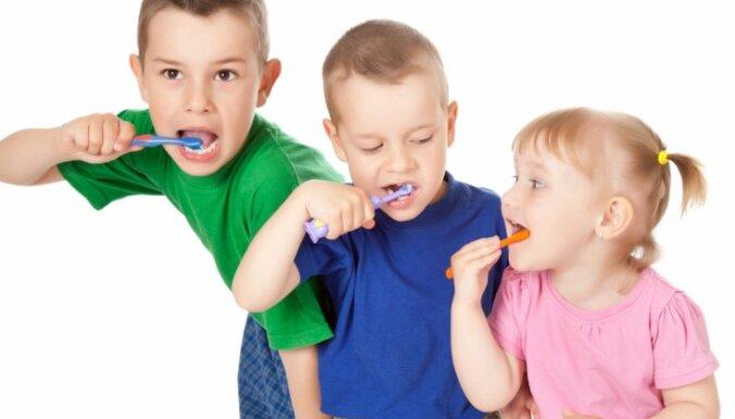 Aicina bērnudārzus un skolas pieteikties nodarbībām par bērnu zobu kopšanu