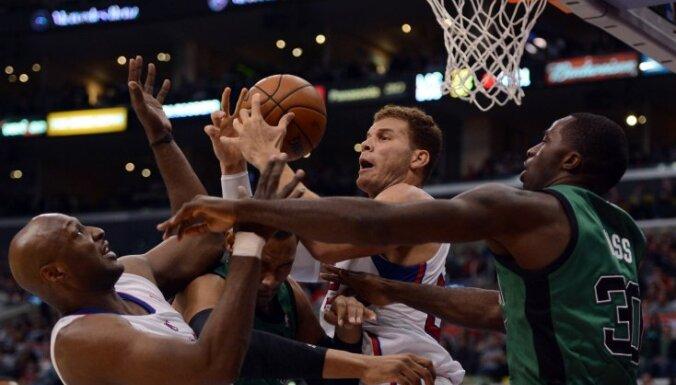 'Clippers' basketbolisti turpina iespaidīgo uzvaru sēriju